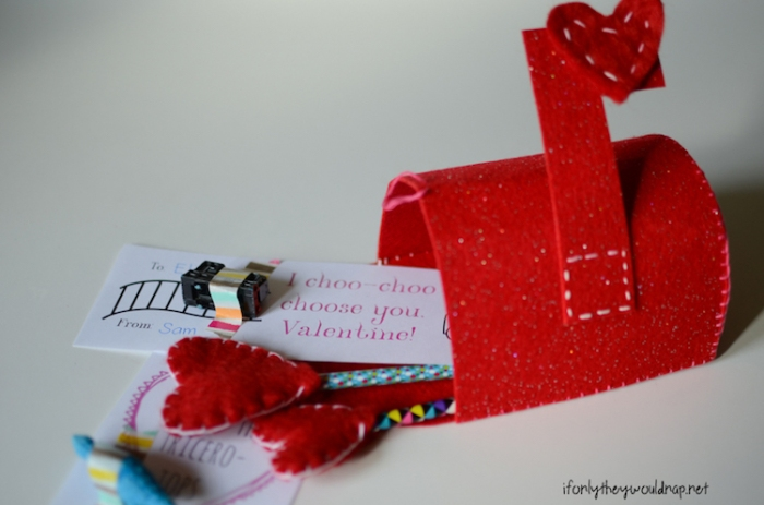 Make a Valentines Day Mailbox